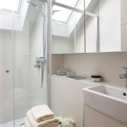 W Pk Rd 380 - Shower.jpg